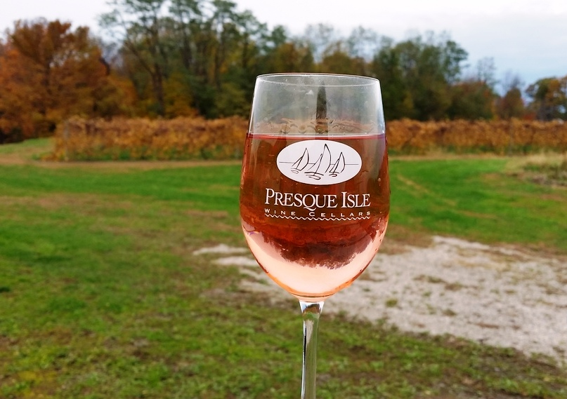 pink catawba wine blended